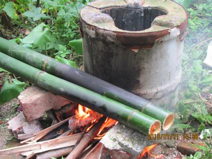 cooking bamboo rice