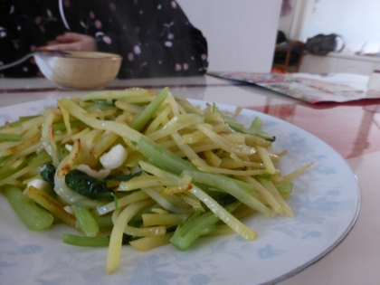 fried potatoes and garlic shoots